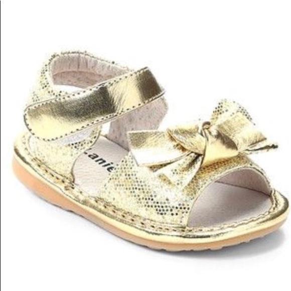 27f5eb2cc0 Laniecakes Gold Sparkle Squeaker Sandal Sz 7 Nwt